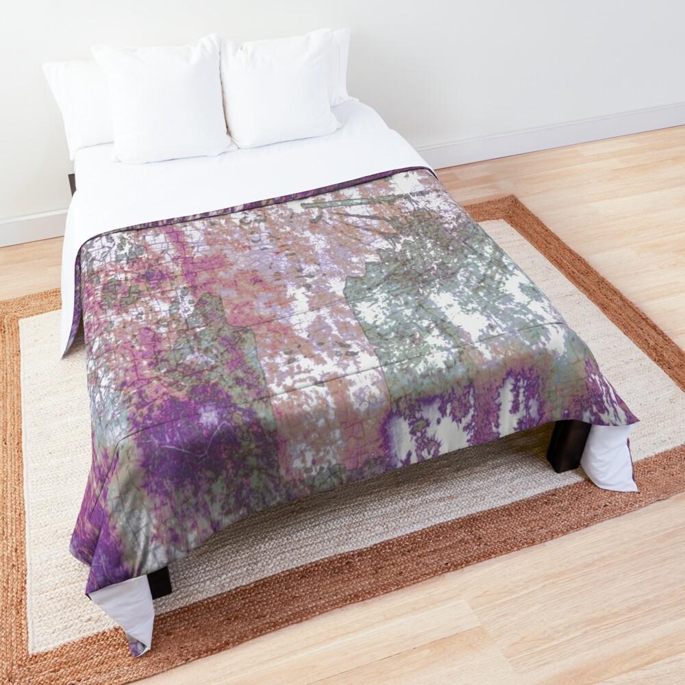 Mauve Grunge Crackle Comforter