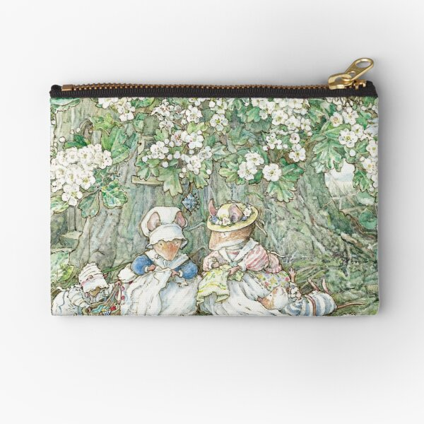 Brambly Hedge - Hawthorn blossom and babies Zipper Pouch