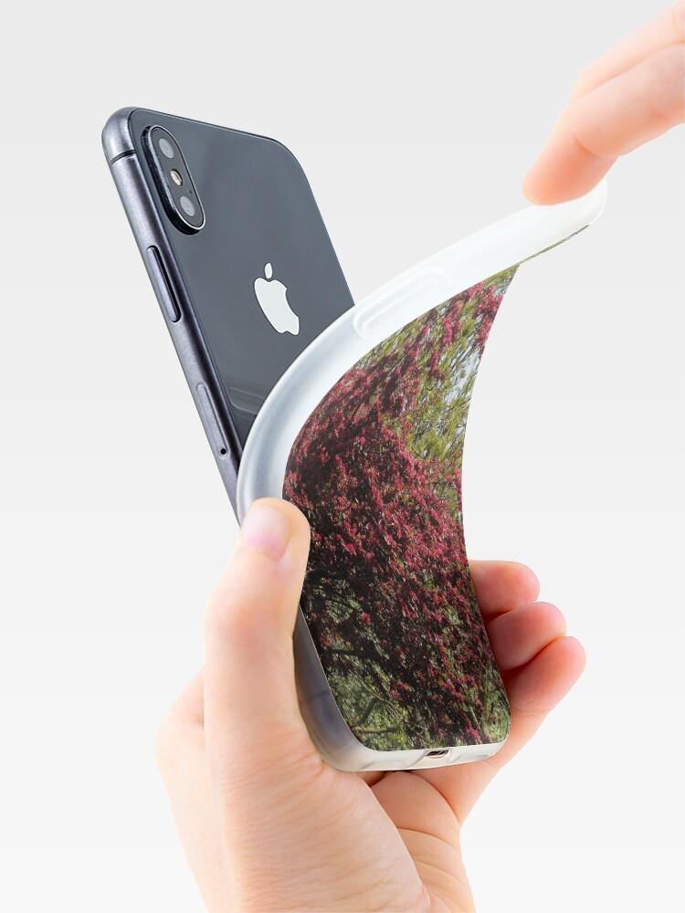 Alternative Ansicht von Baum mit roten Blüten iPhone-Hülle & Cover