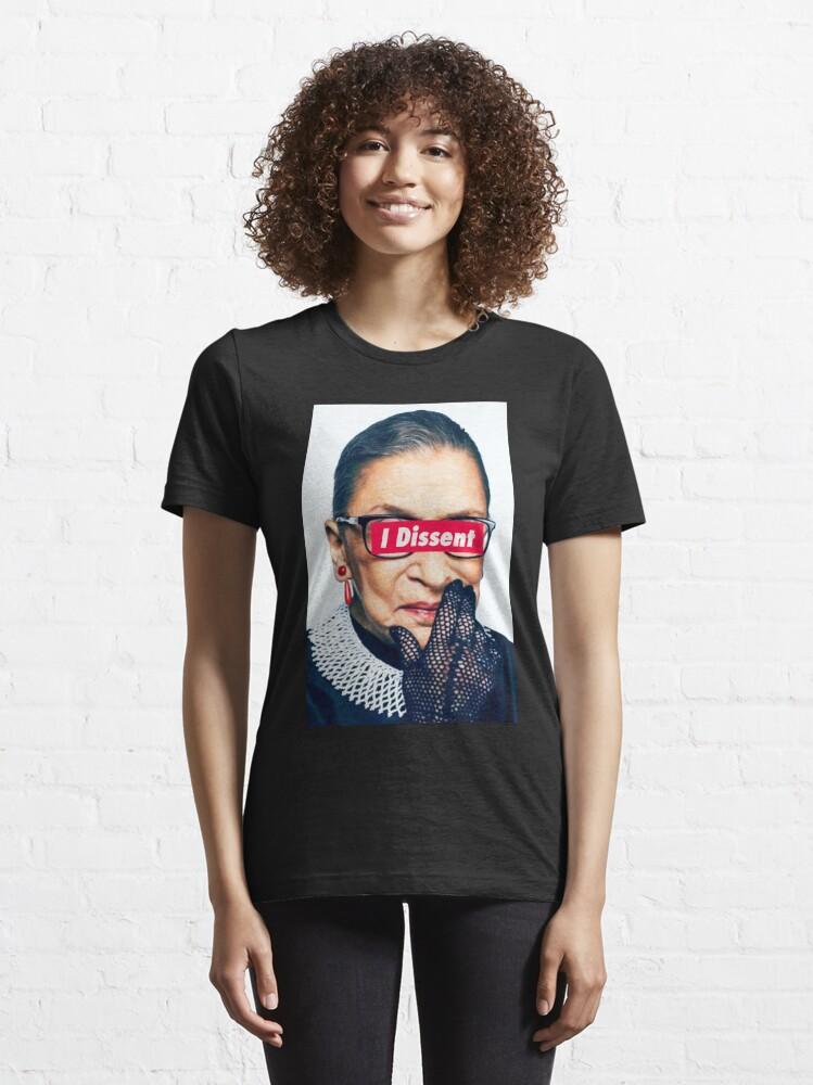 Alternative Ansicht von  und es beginnt mit drei Worten Essential T-Shirt