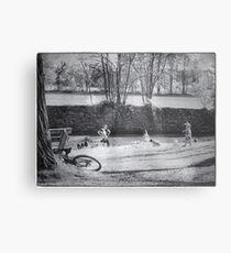 """""""Enfants jouant au bord de l'eau"""" Metal Print"""