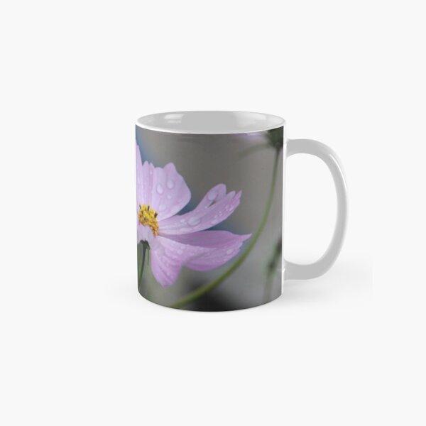 Blume nach einem Regenschauer Tasse (Standard)