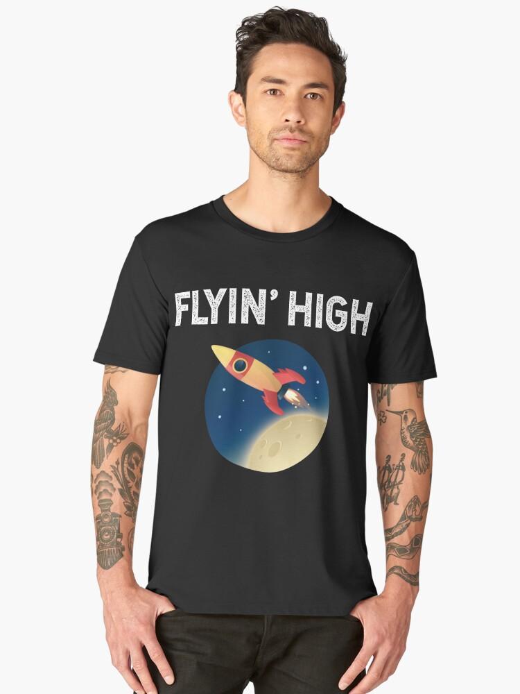 Spaceship Flying High Men's Premium T-Shirt Front