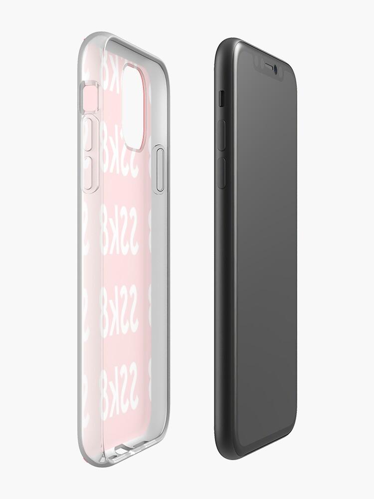 Coque iPhone «SSk8 Crew Merch - Boîte Logo», par KingKobi