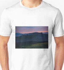 Morning fog view on farmhouse in Tuscany, Italy Unisex T-Shirt
