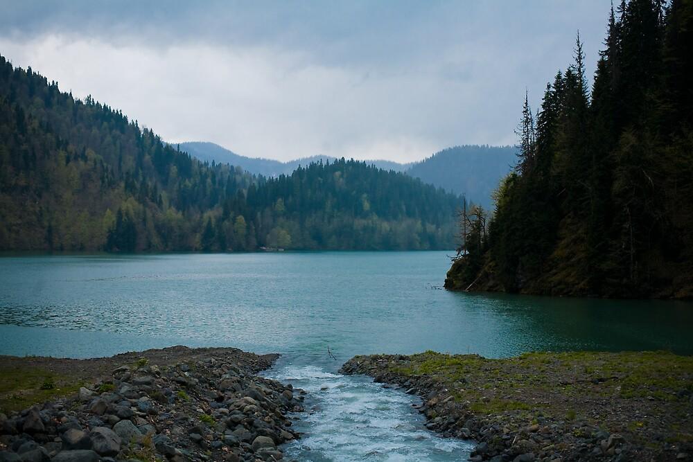 Lake Ritsa by freakygadget
