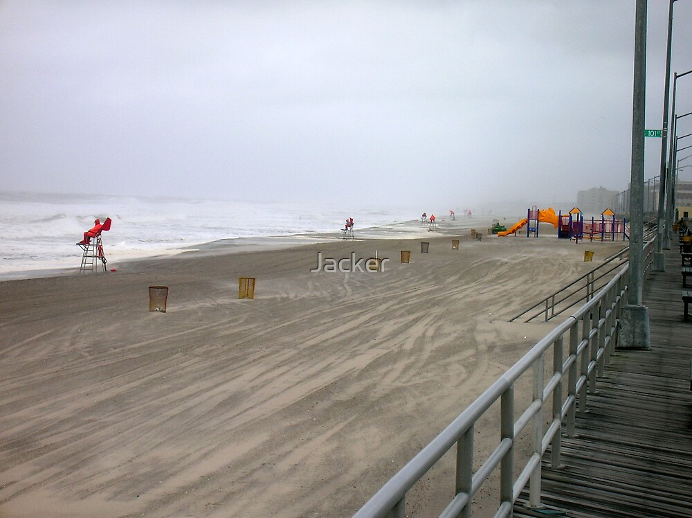 Lonly beach during storm by Jacker