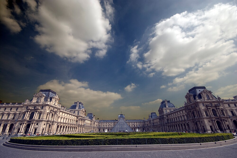 The Louvre - Full on by Keith McLuckie