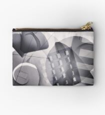 Abstract. Studio Pouch