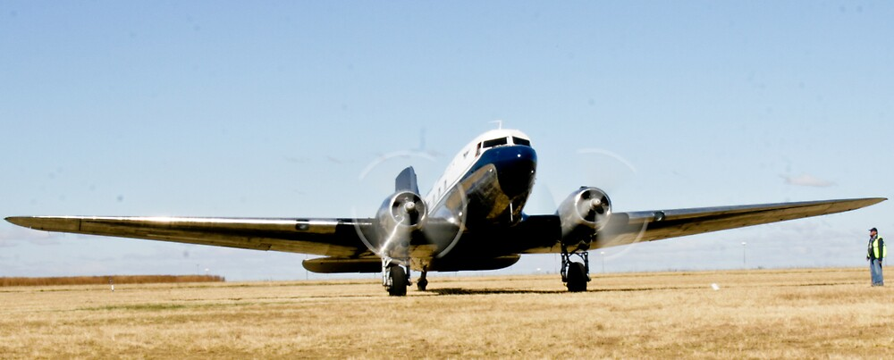 DC-3 Starts up by Paul Lindenberg
