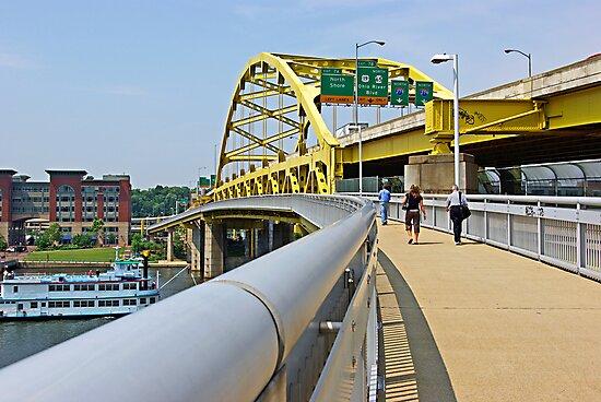Yellow bridge of Pittsburgh by coralZ