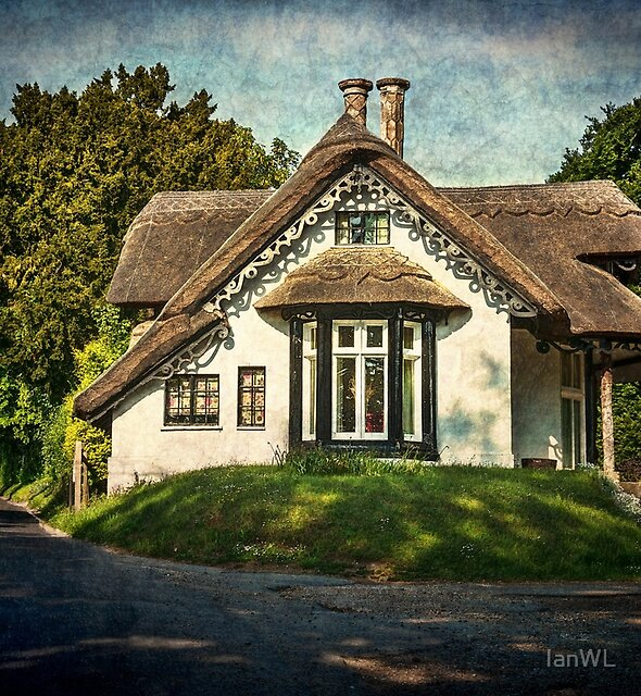 A Thatched Cottage At Sulham by IanWL