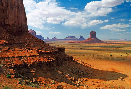 Monument Valley by Linda Gregory