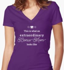 This is what an extraordinary Bonus Mom looks like Women's Fitted V-Neck T-Shirt