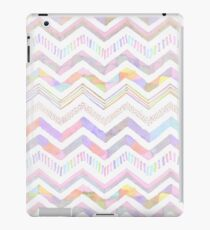Vinilo o funda para iPad Girly pink hand painted watercolor chevron pattern