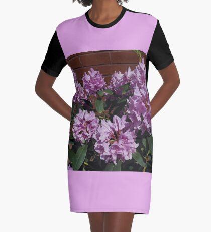 Rhododendron genießt den Sonnenschein T-Shirt Kleid