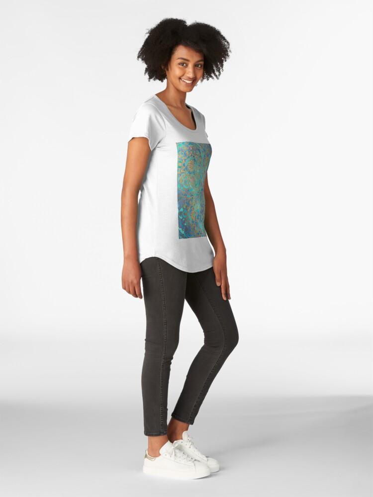 Vista alternativa de Camiseta premium para mujer Sapphire & Jade Stained Glass Mandalas
