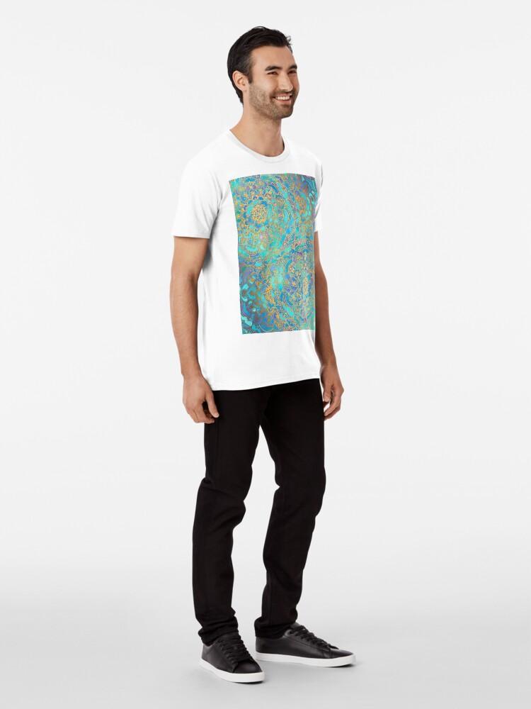 Vista alternativa de Camiseta premium Sapphire & Jade Stained Glass Mandalas