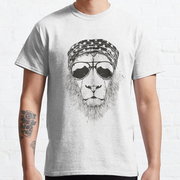 Wild lion (bw) Classic T-Shirt