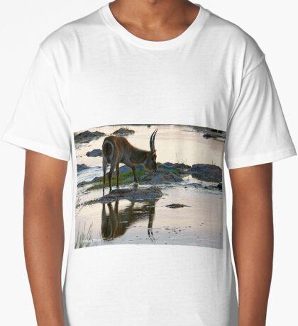 A REFLECTION - THE WATERBUCK – Kobus ellipsiprymnus Long T-Shirt