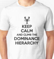 Behalte Ruhe und besteige die Dominanzhierarchie Slim Fit T-Shirt