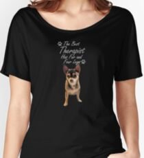 """Chihuahua  with """"The best therapist has fur and four legs"""" saying. Women's Relaxed Fit T-Shirt"""