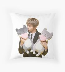 kang daniel Throw Pillow