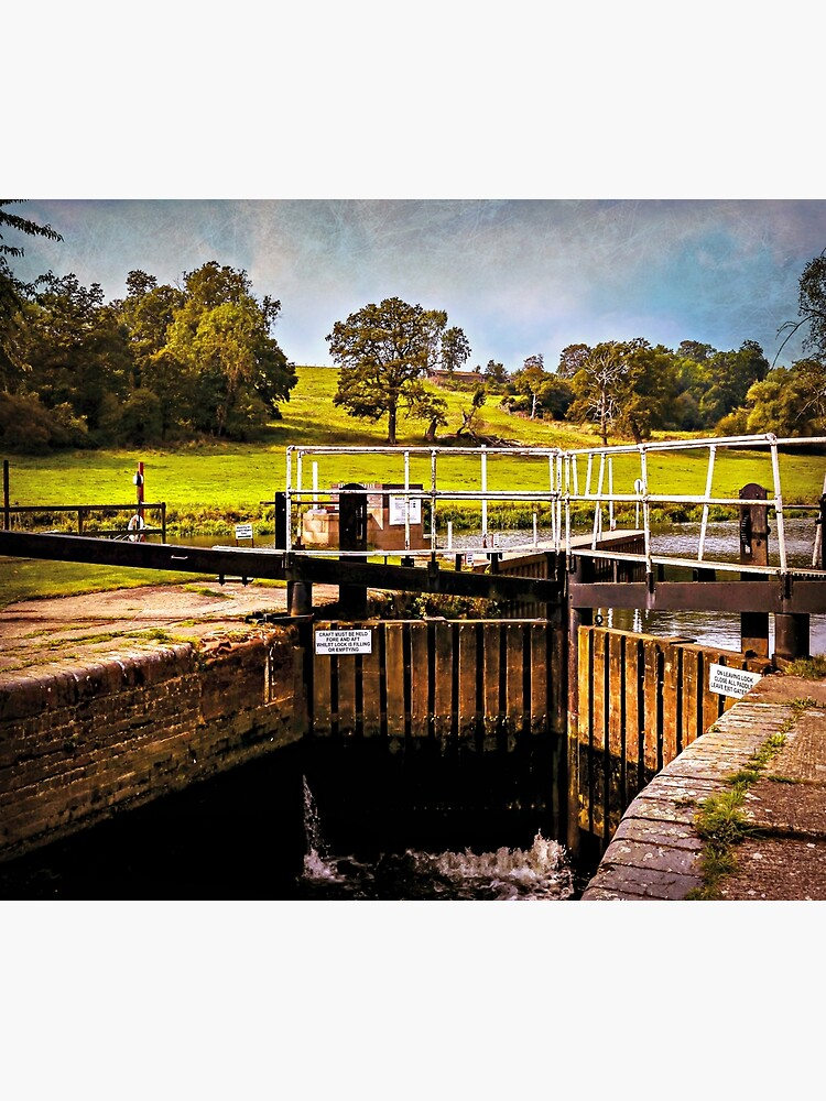 Fladbury Lock.  by ScenicViewPics