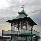 At the end of Clevedon Pier  by Yampimon
