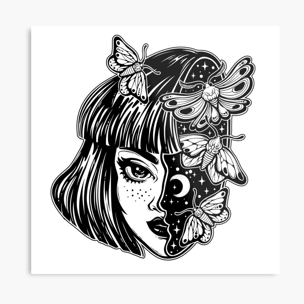 Porträt des magischen surrealen Hexenmädchens mit einem Kopf als nächtlichem Himmel voll der Mottenschmetterlinge. Metallbild