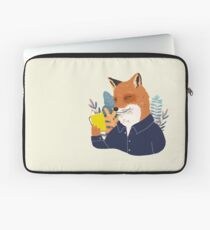 Reading is cool Laptop Sleeve