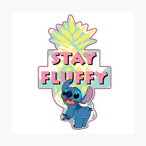 Stitch - Stay Fluffy Lámina fotográfica