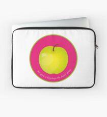 An apple a day keeps the Doctor away Housse de laptop