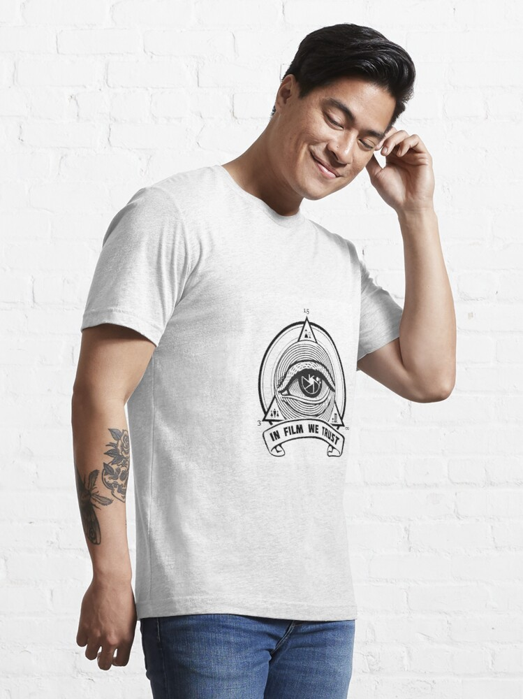 T-shirt essentiel ''IN FILM WE TRUST': autre vue