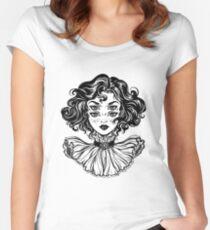 Gotisches Hexemädchen-Kopfporträt mit dem gelockten Haar und vier Augen. Tailliertes Rundhals-Shirt