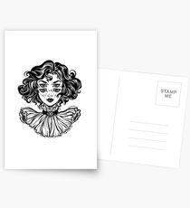 Gotisches Hexemädchen-Kopfporträt mit dem gelockten Haar und vier Augen. Postkarten
