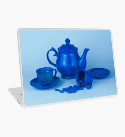 Blue Tea Party Wahnsinn Stillleben Laptop Folie