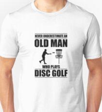 Camiseta unisex Nunca subestime a un anciano que juega disco Golf V3