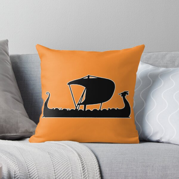 viking drakkar Throw Pillow
