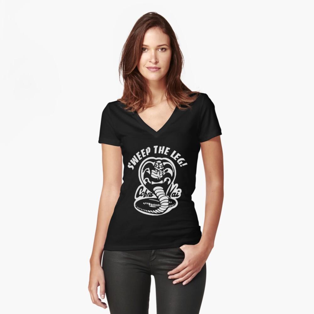 Cobra Kai Tailliertes T-Shirt mit V-Ausschnitt