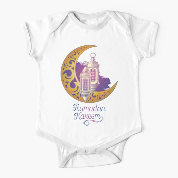 ¿Buscas una camiseta de Ramadán / ropa de Ramadán / accesorios de Ramadán? - ¡Hola musulmanes! ¡Hemos llegado! Ordene sus productos de Ramadán ahora Body de manga corta para bebé
