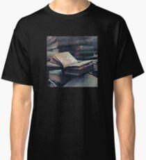 Antikes Buch. Spannweite Poesie Classic T-Shirt