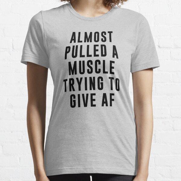 Casi tira de un músculo tratando de dar AF Camiseta esencial