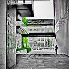 Cascade verte sur beton by Christophe Mespoulede
