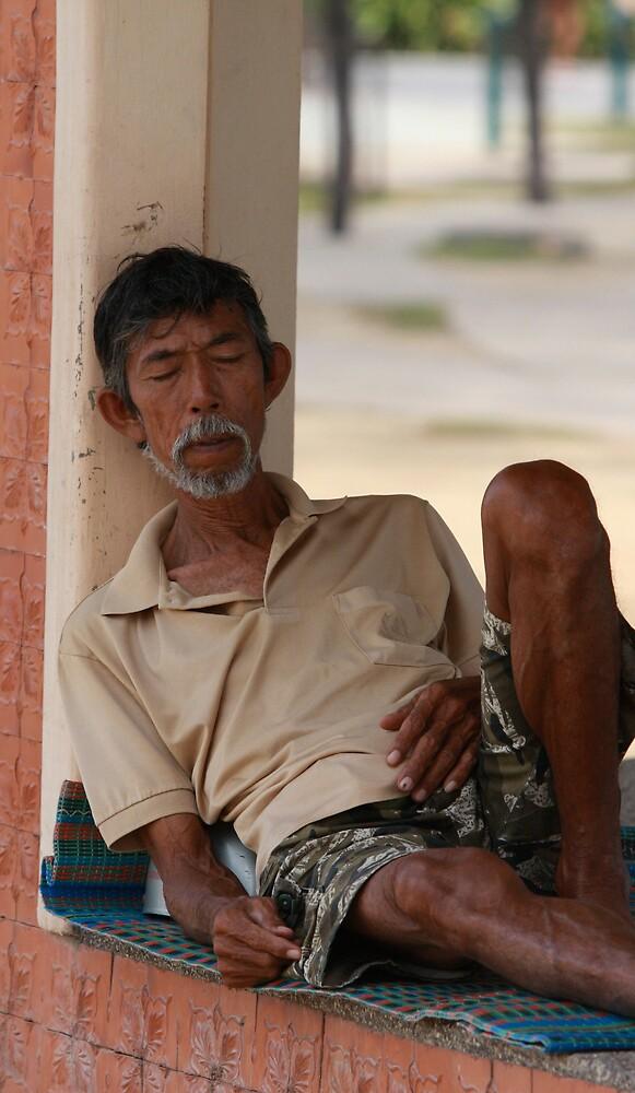 Siesta in Patong by stjc