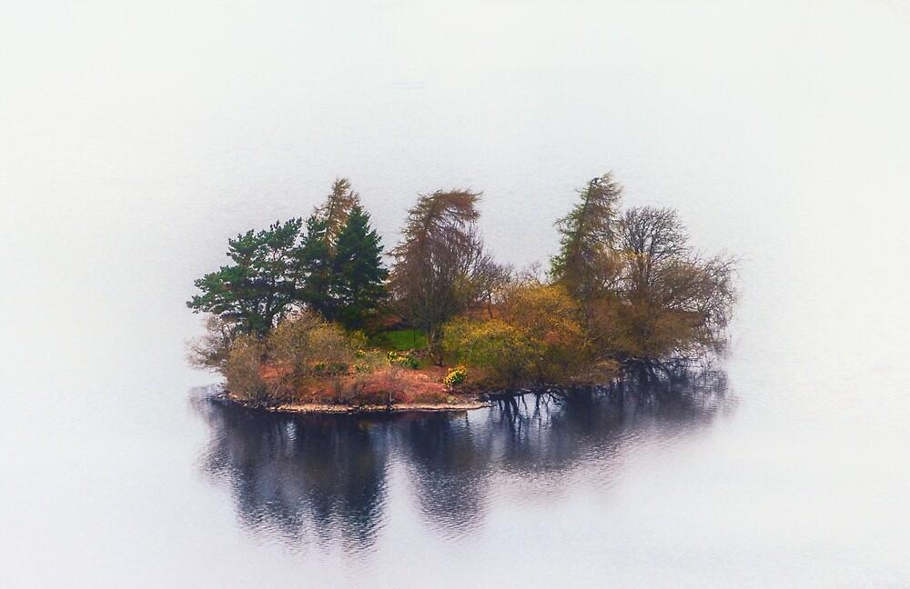 Island in a loch by kulaone
