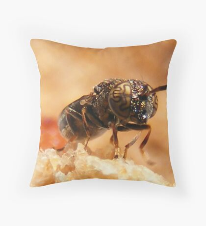 Psychedelic fly Throw Pillow