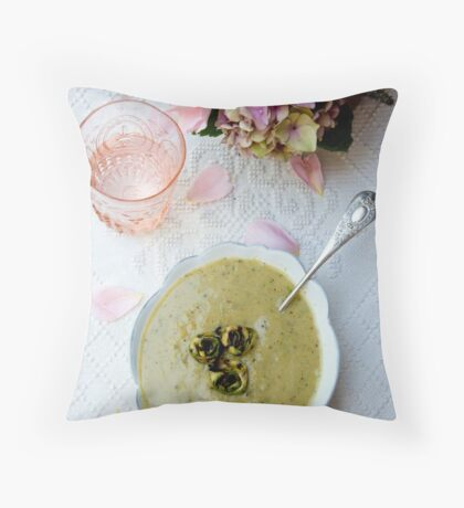 Table setting Throw Pillow