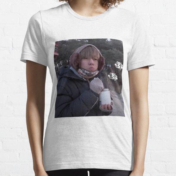 V / Taehyung Grubby  Essential T-Shirt