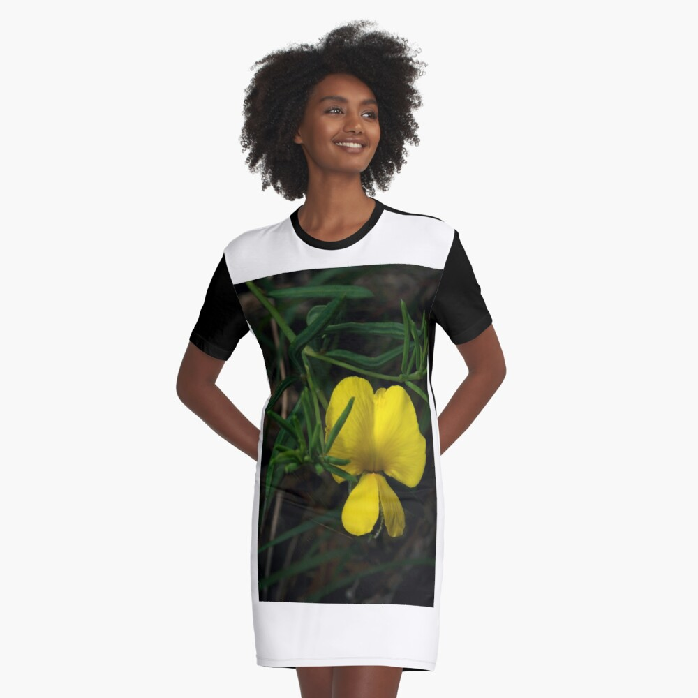 Common Wedge Pea Graphic T-Shirt Dress Front